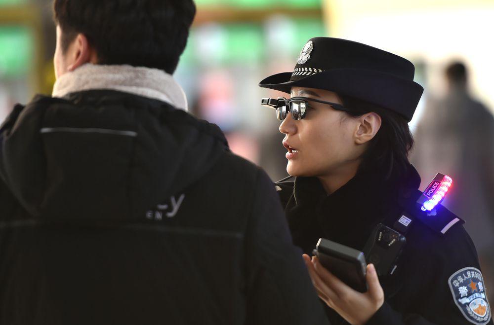 Китайские полицейские умные очки