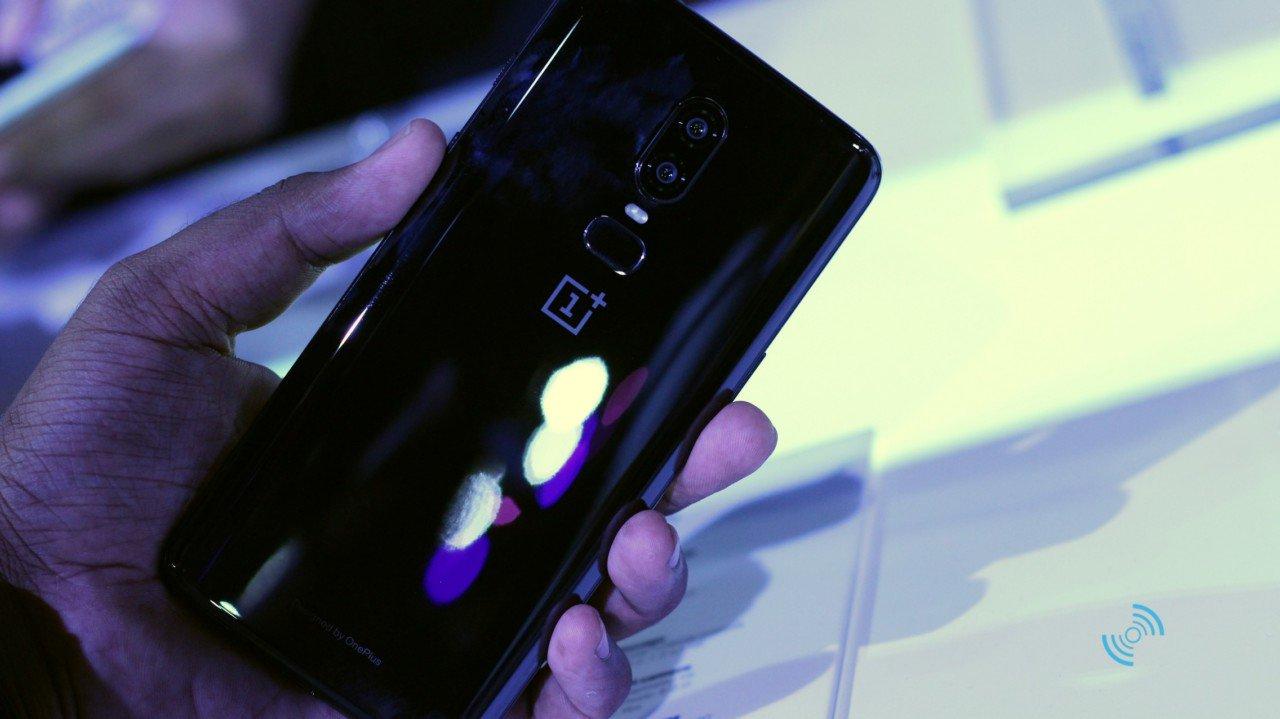 OnePlus 6 Руки на 06