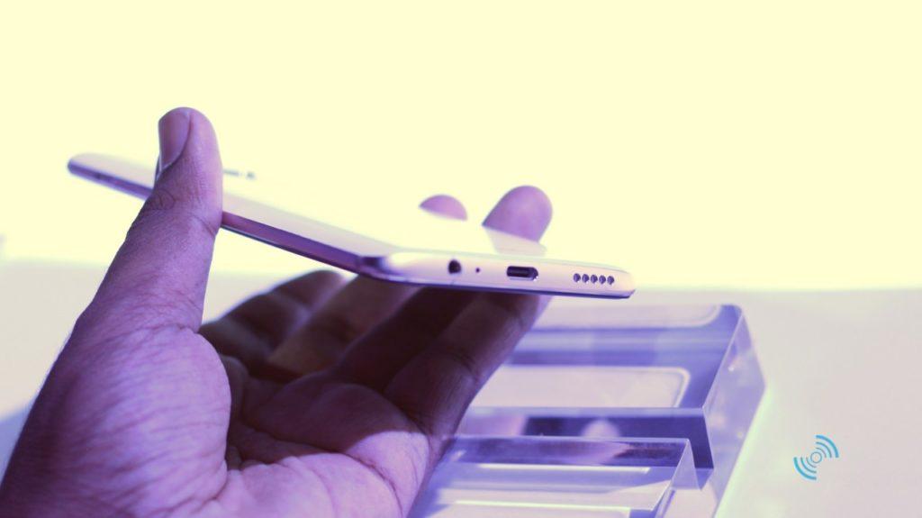OnePlus 6 Silk White Hands 13