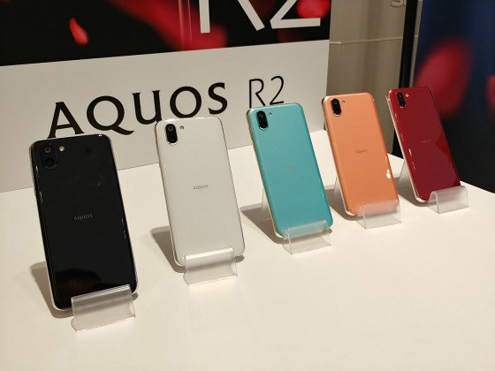Фотографии Sharp Aquos R2