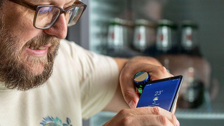 सैमसंग गैलेक्सी नोट 9 के साथ एक वर्ष: बीयर खोलना