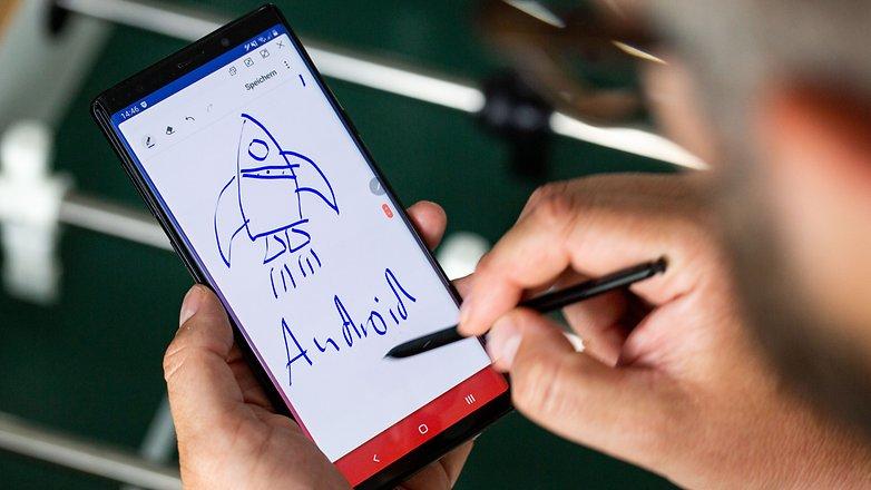 सैमसंग गैलेक्सी नोट 9 के साथ एक वर्ष: स्क्रीन पर लिखने के लिए सुविधाजनक है