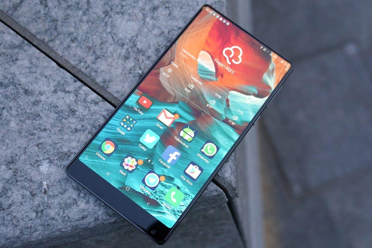 rahmenloses Smartphone-Display