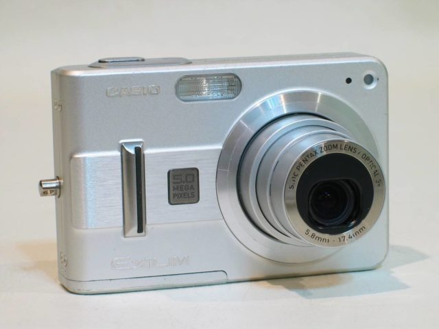 цифровой фотоаппарат 2000
