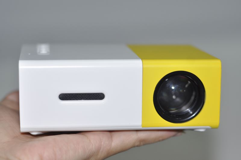 Projector in your pocket: the best models with minimal dimensions