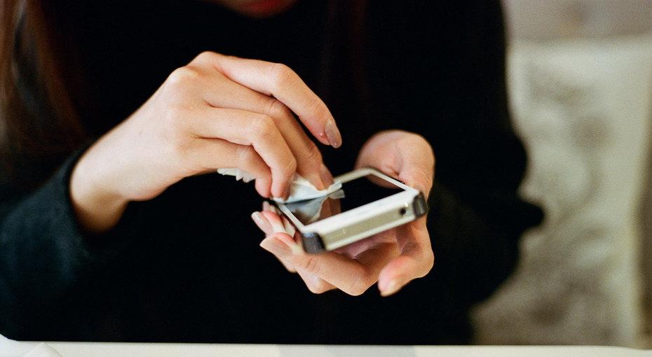 Чем никогда нельзя чистить телефон