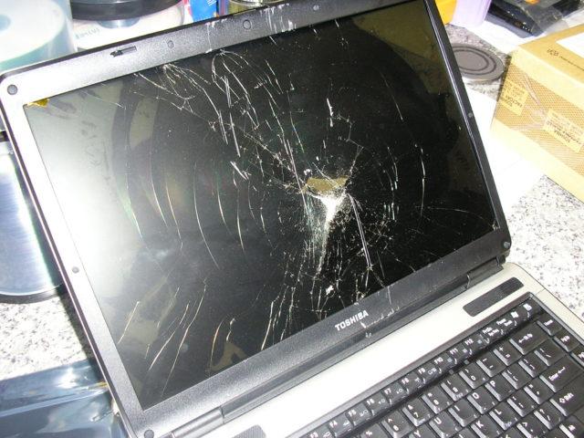 Треснувший экран ноутбука