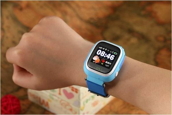 Смарт-часы на детской руке