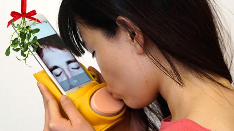 прибор для онлайн-поцелуя