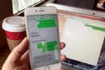 Смартфон и ПК с СМС-перепиской