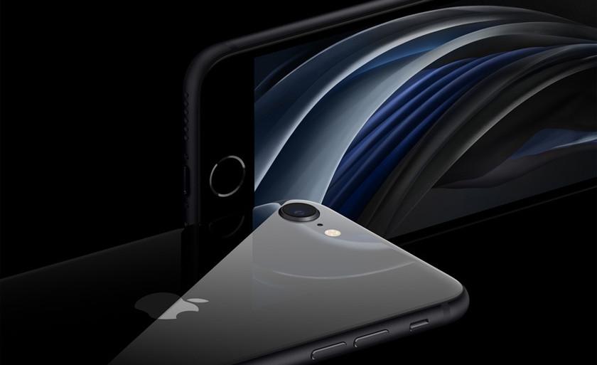 Смартфон с зеркальной поверхностью