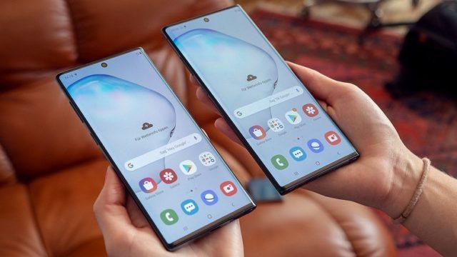 Samsung galaxy note 10 и Samsung galaxy note 10+ в руках