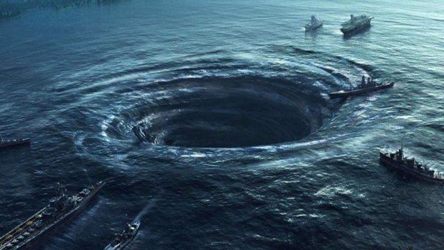Воронка в океанских водах и суда вокруг нее
