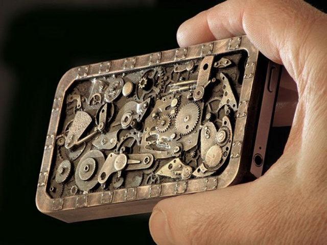 Чехол для смартфона в виде часового механизма