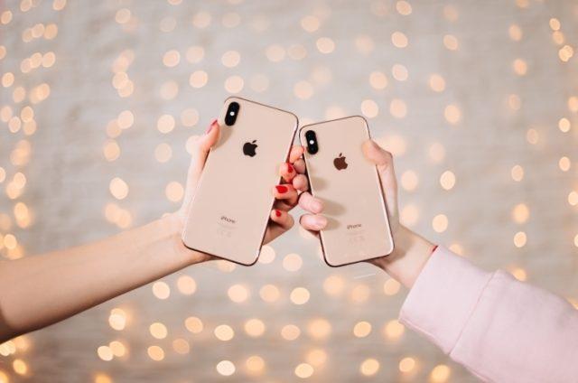 Айфоны в руках
