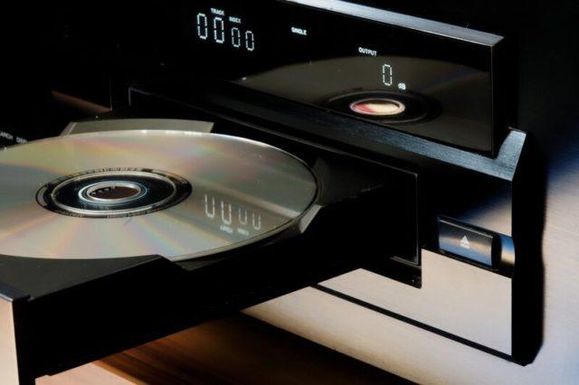 CD-диск в дисководе