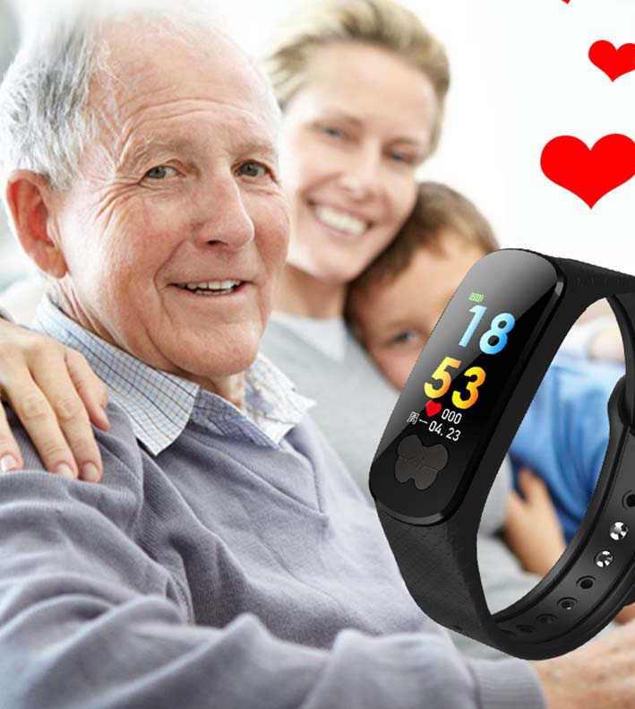 Пожилой человек и смарт-часы