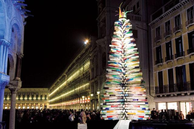 Новогодняя елка в Венеции