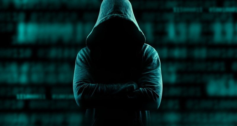 Хакер в капюшоне