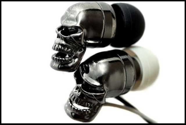 TWS-наушники с черепами-накладками