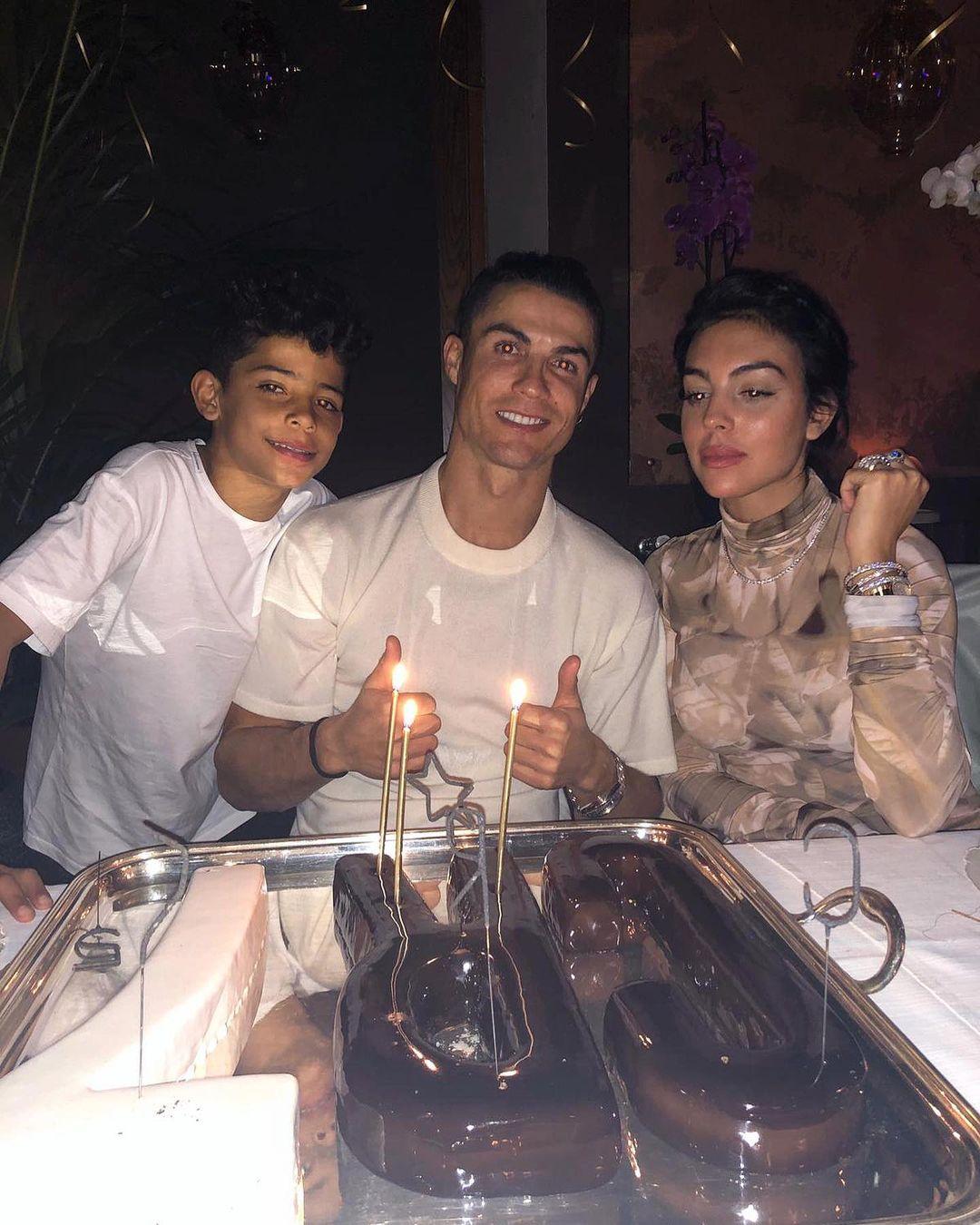 Роналду отмечает праздник в кругу семьи