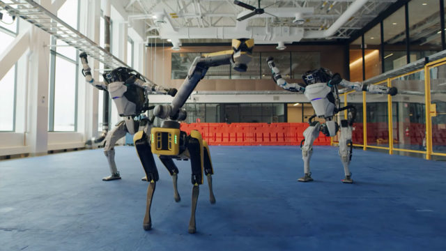 Роботы Boston Dynamics танцуют
