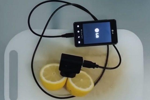 Зарядка телефона от лимона