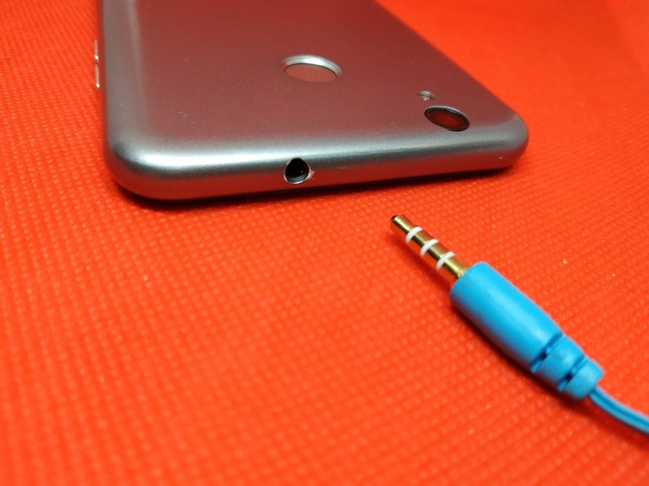 3,5-миллиметровый разъем в смартфоне