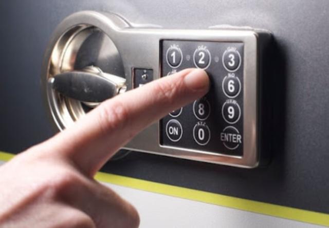 Введение код-пароля на сейфе