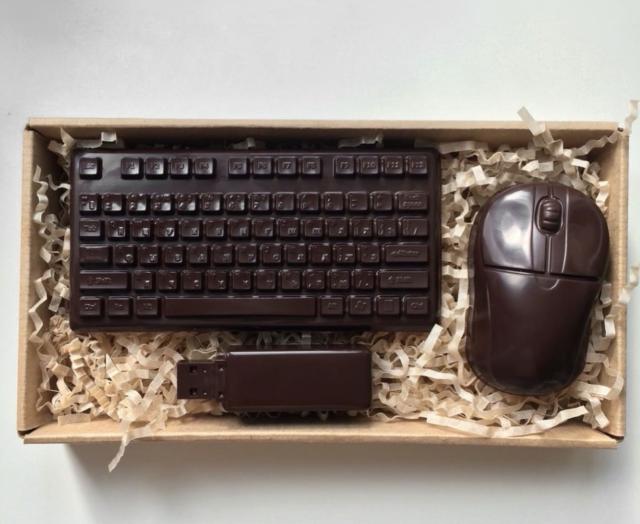 Шоколадный набор: клавиатура, мышь и флеш-накопитель