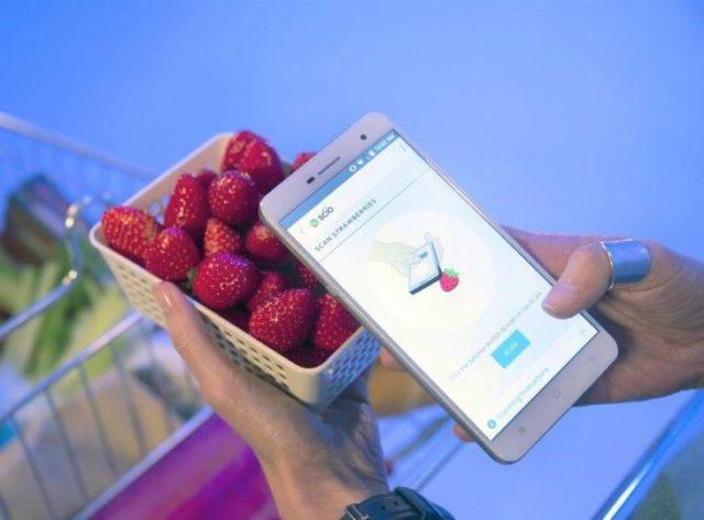 Смартфон сканирует состав продуктов
