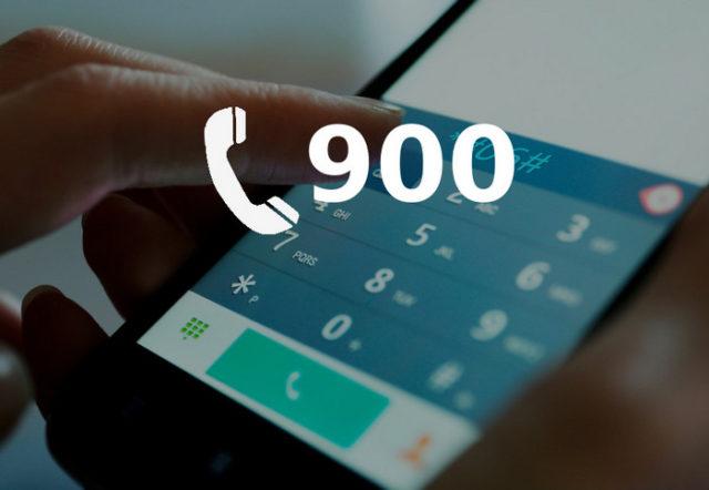 Короткий номер телефона на фоне смартфона