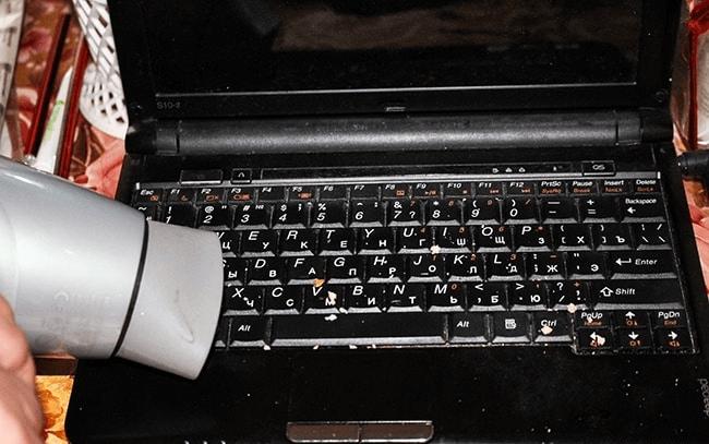 Ноутбук и фен