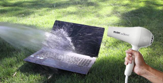 Ноутбук, залитый водой, и фен