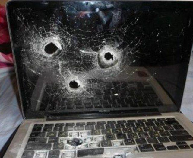 Ноутбук с простреленным экраном