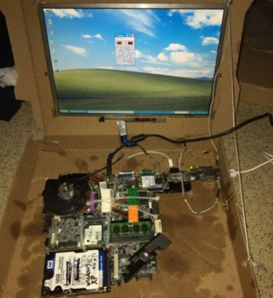 Ноутбук в коробке из-под пиццы вместо корпуса