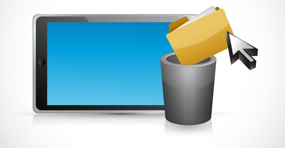 Удаление папки посредством выбрасывания ее в корзину на фоне смартфона