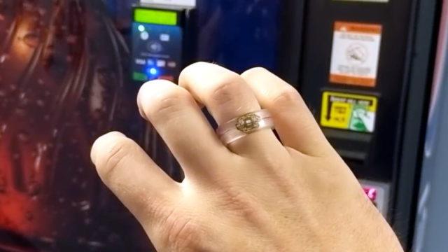 Чип бесконтактной оплаты банковской карты в самодельном кольце