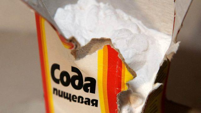Пищевая сода в разорванной пачке