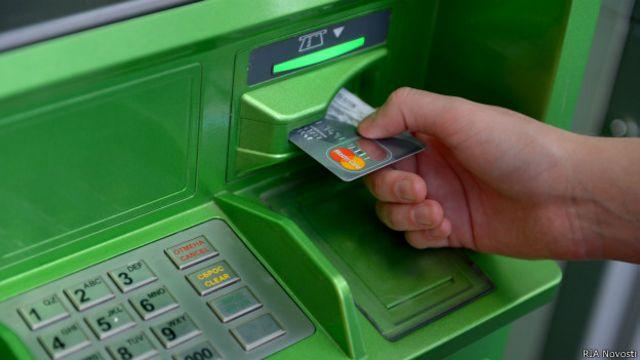 Карта Сбербанка в банкомате