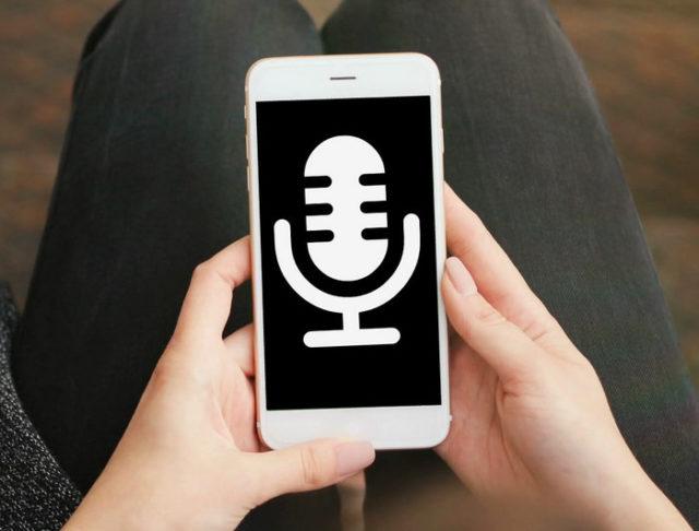 Значок диктофона на экране смартфона