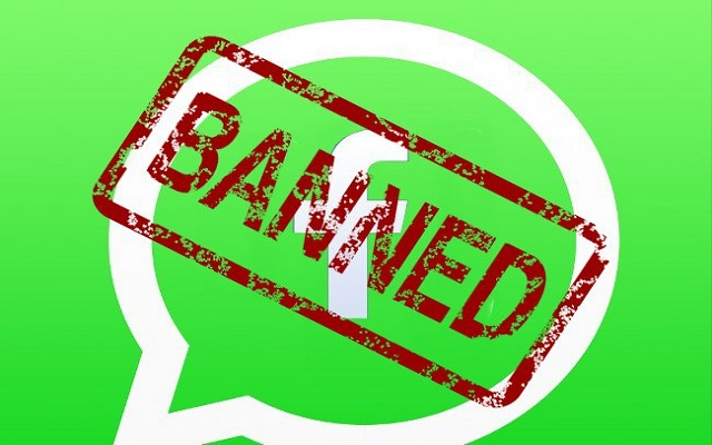 Печать Banned на логотипе WhatsApp с Facebook
