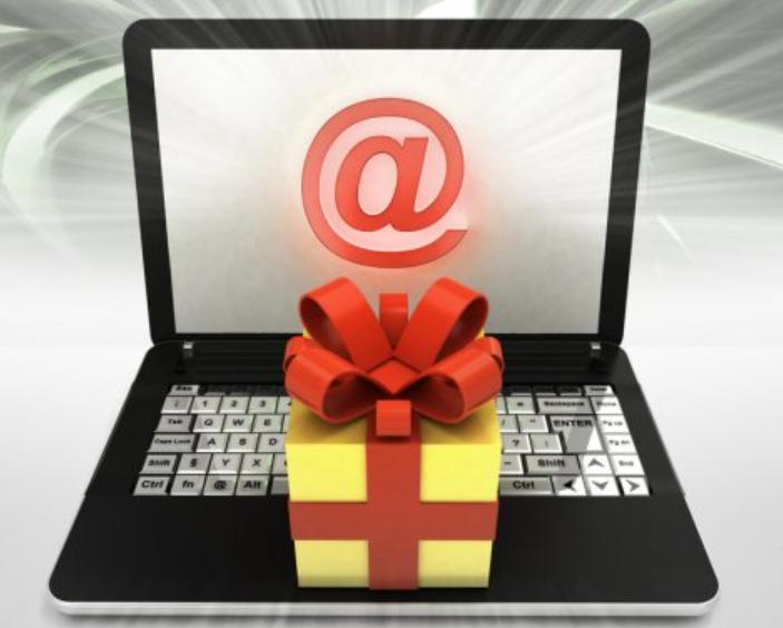 Подарок с бантиком на клавиатуре ноутбука