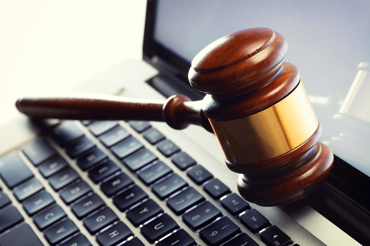 Ноутбук и закон