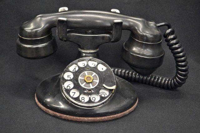 Старый советский телефон