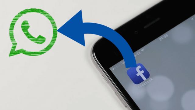 Синяя стрелка от ярлыка Fb на рабочем столе смартфона в WA