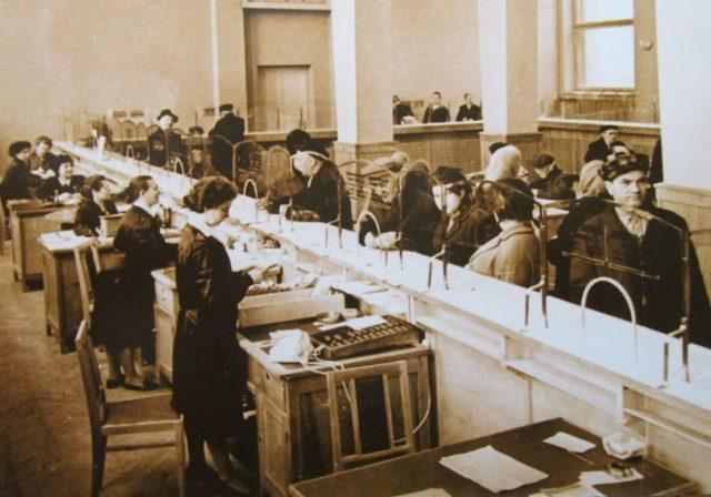 На советском переговорном пункте