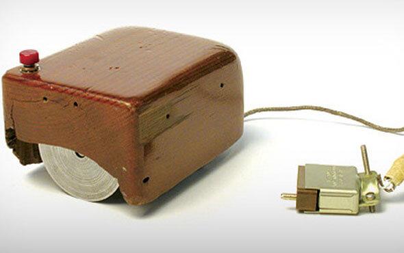 Первая модель компьютерной мыши в деревянном корпусе