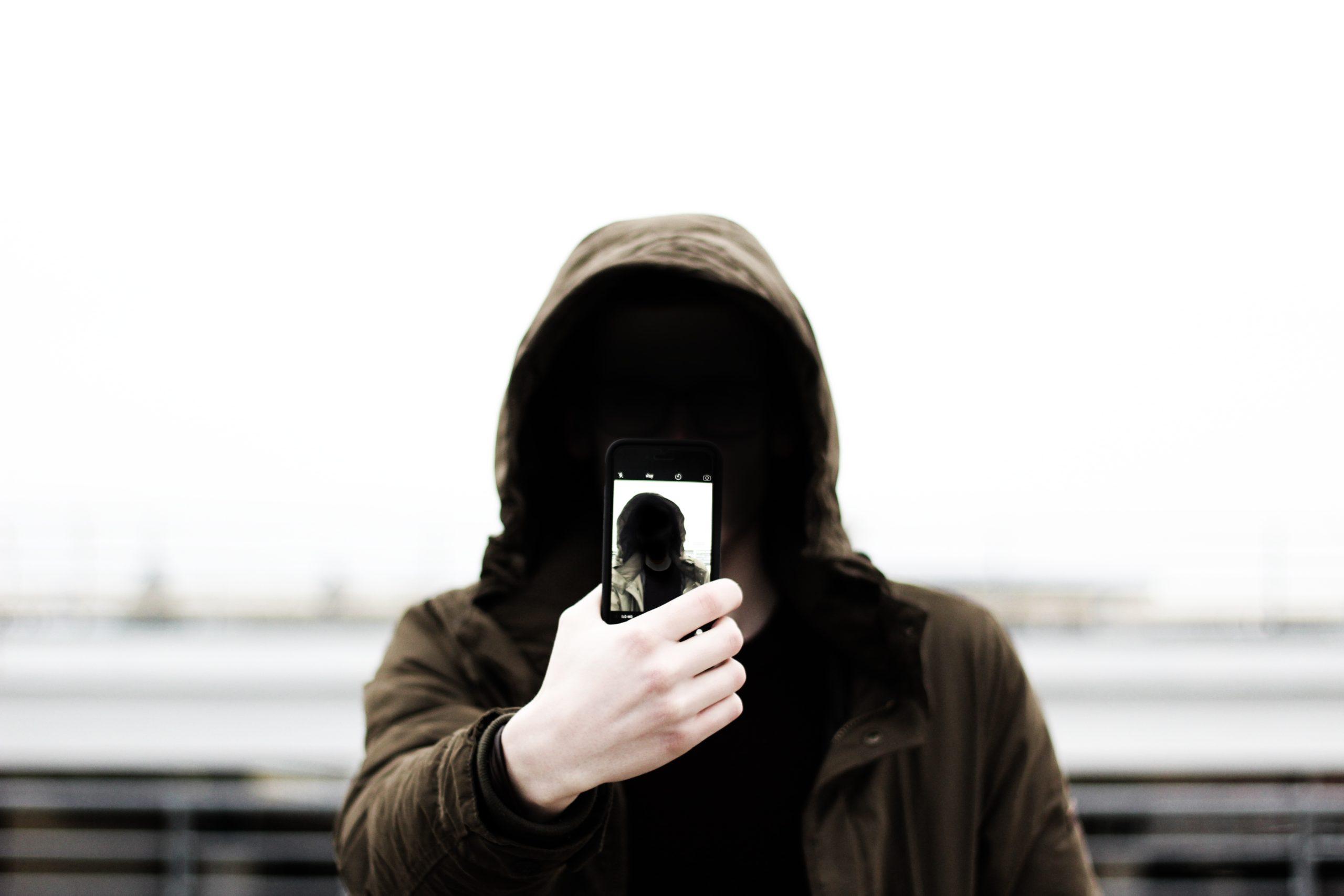 Невидимка со смартфоном