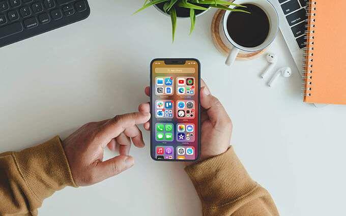 Айфон в пользовательских руках